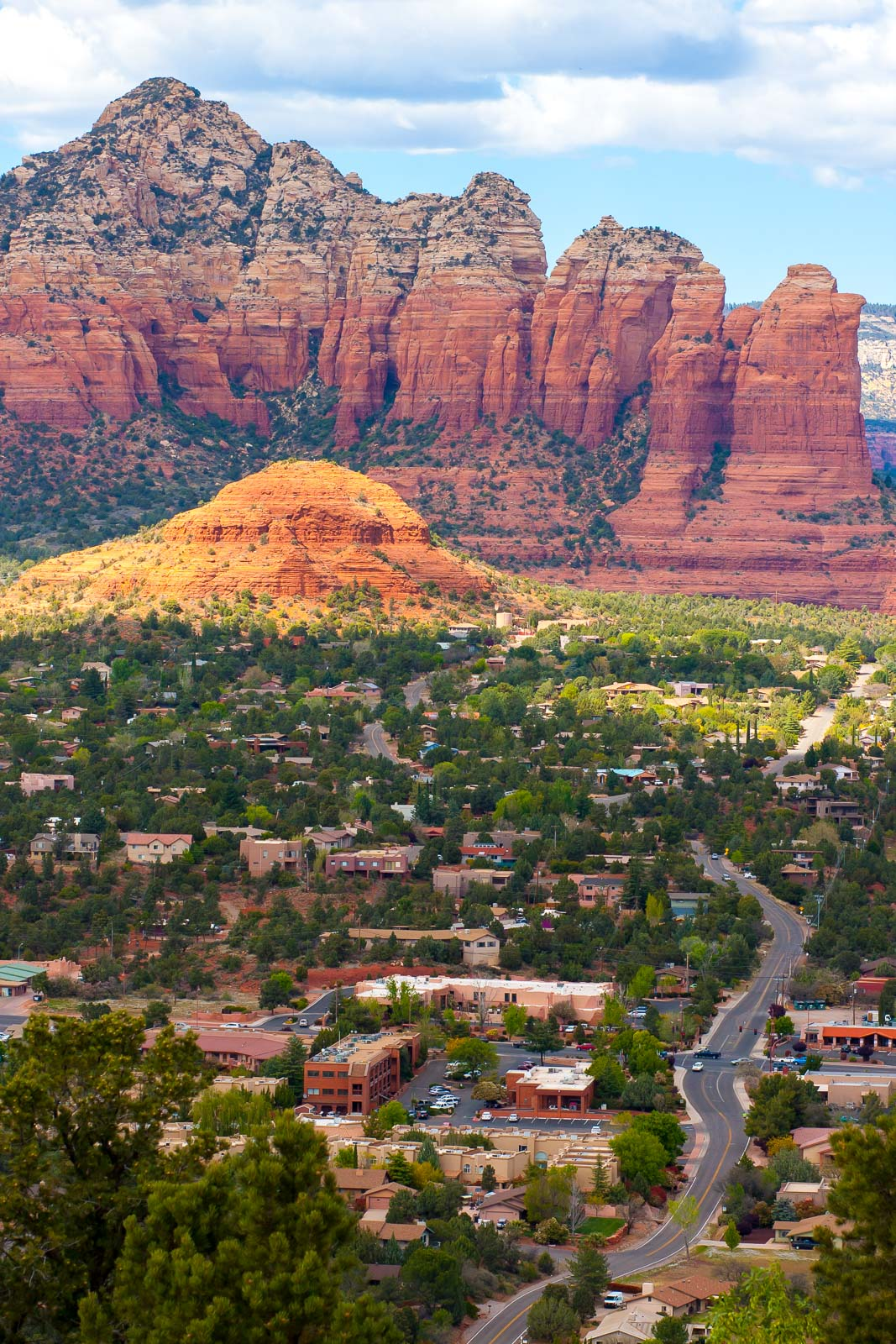 Sedona and the soft rocks of the Supai Formation (red), below the young Coconino sandstone. Daniel Apai.